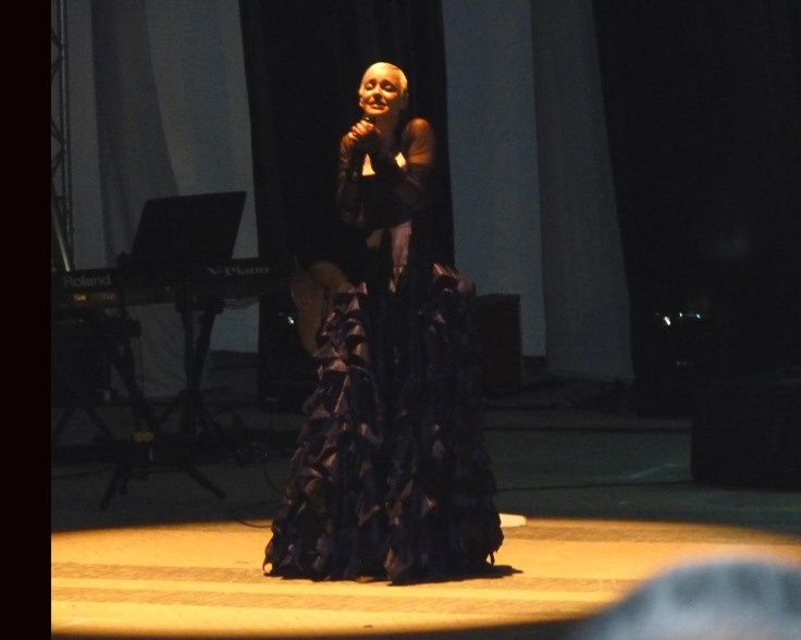 Mariza sings with great passion!