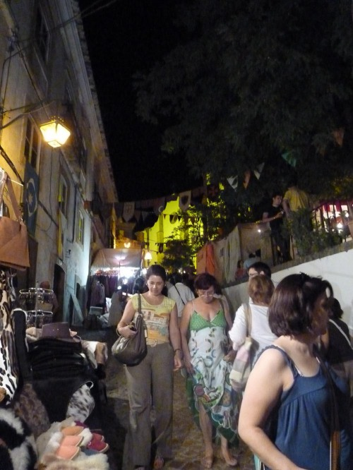 Silves Medieval Fair - Night falls and the streets packed