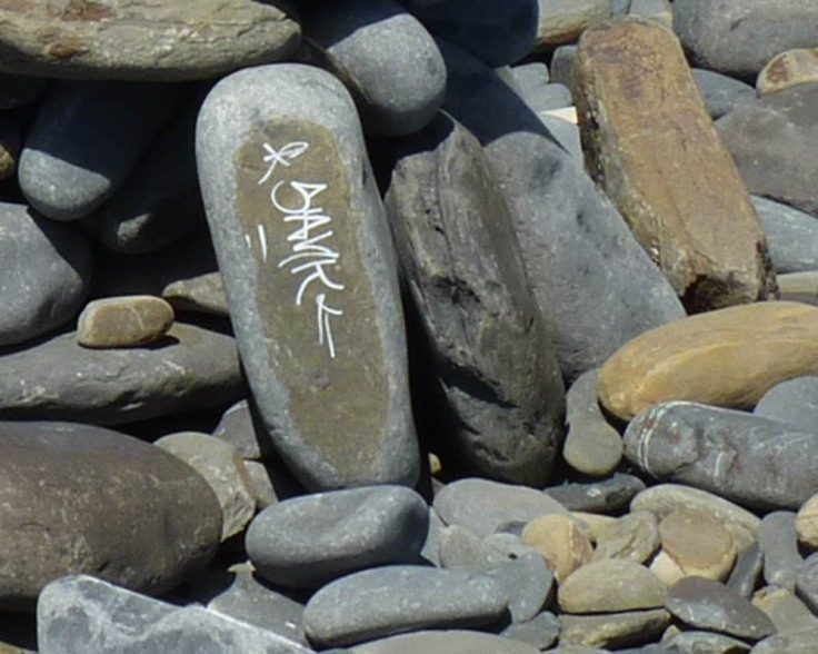 "A carefully ""Arranged"" pebble at Praia da Canal"