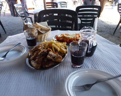 Delicious BBQ'd chicken and chips washed down with tumblers of red wine!