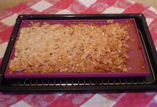Flexible baking tray