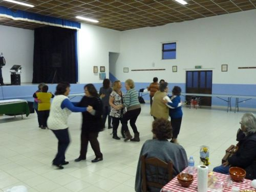 Dancing at the Feira da Sopa in Rogil