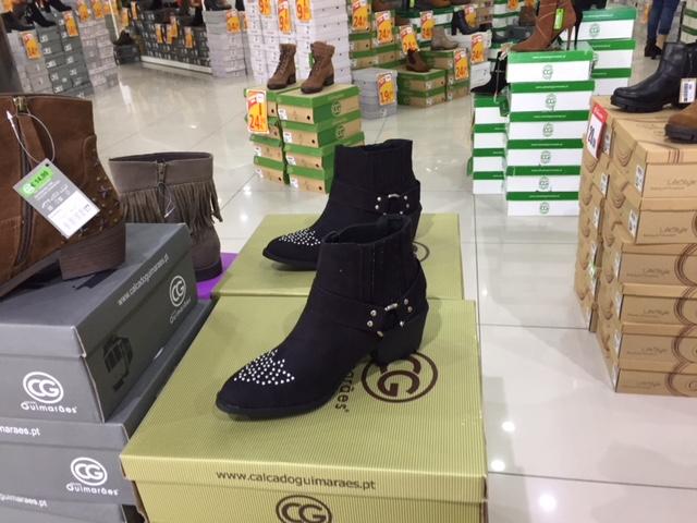 Narrow boots for dainty feet