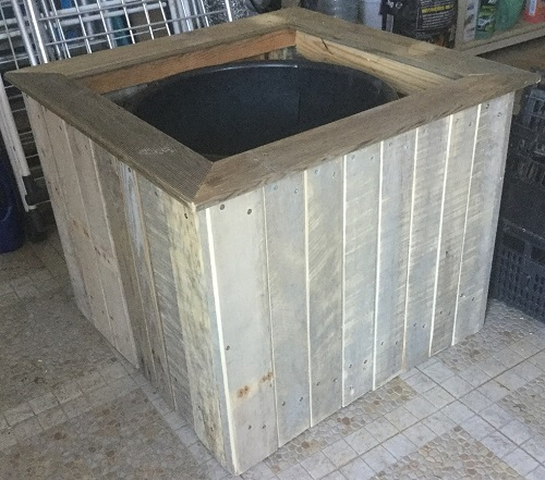 Pot cover upcycled from pallets
