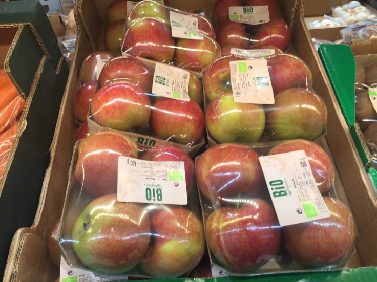 Pre-packed apples