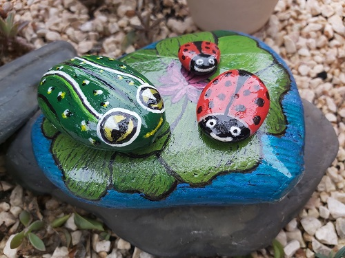 Frog Lily Pad painted pebble - varnished